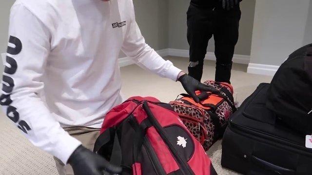 Havaalanında unutulan bir Türk'e ait bavuldan çıkanlar şaşırttı!