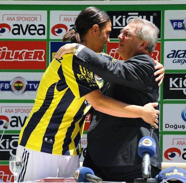 Mehmet Topuz'un  imza töreni