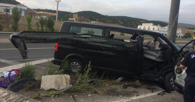 Bariyerlere çarpan minibüs devrildi: 1 ölü, 8 yaralı