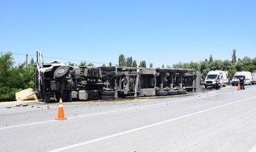 Çay'da TIR'la hafif ticari araç çarpıştı: 1'i çocuk 3 ölü
