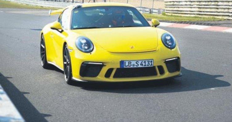 Yeni 911 GT3 kendi pist rekorunu yeniledi