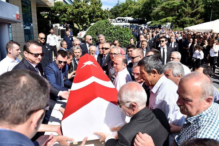 Şarık Tara için ENKA Holding binası önünde tören düzenlendi
