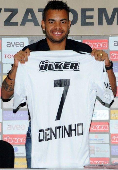 Dentinho imzaladı