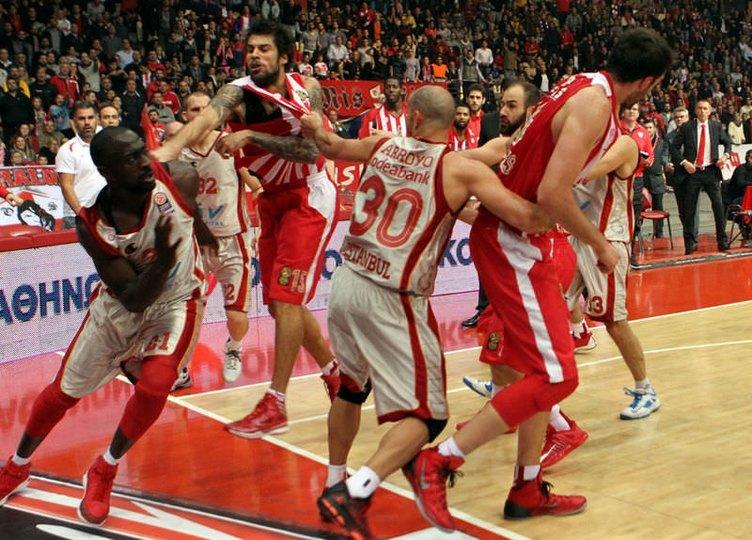 Olympiakos-Galatasaray maçında kavga çıktı