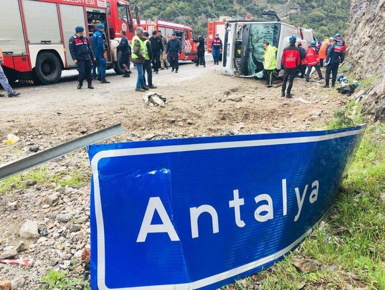 Antalya' da midibüs devrildi ölü ve yaralılar var