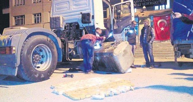 TIR'ın yakıt deposunda 53 kilo eroin bulundu