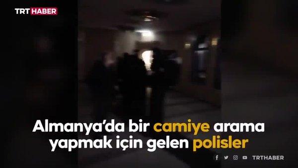 Almanya'da camiye ayakkabıyla giren polislere tepki   Video