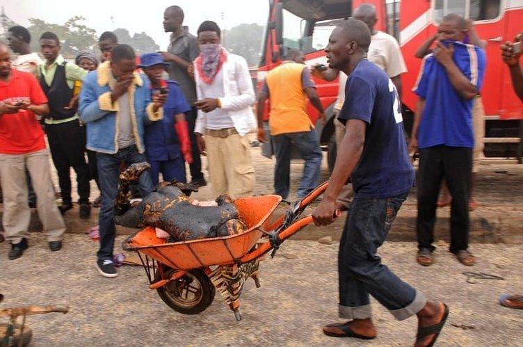 Nijerya'da çifte patlama: 118 ölü