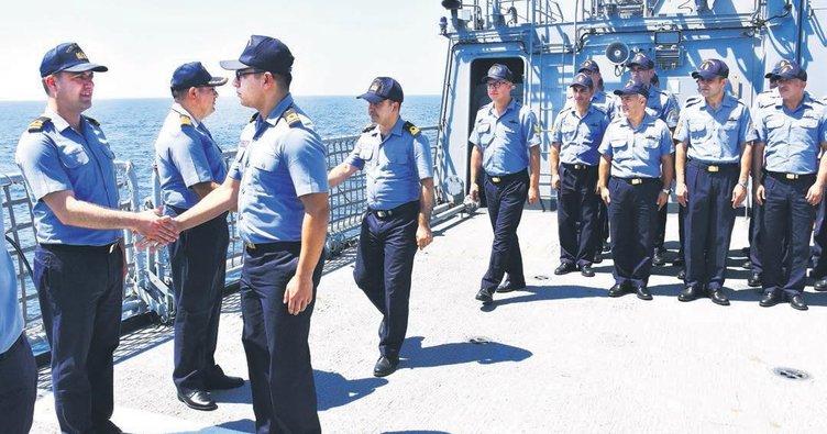 Doğu Akdeniz'deki Türk donanmasında bayramlaşma