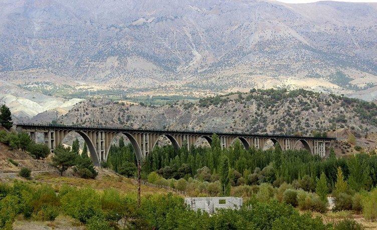 Alman Köprüsü 90 yıldır yük ve yolcu taşıyor