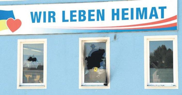 FPÖ merkezine molotoflu saldırı