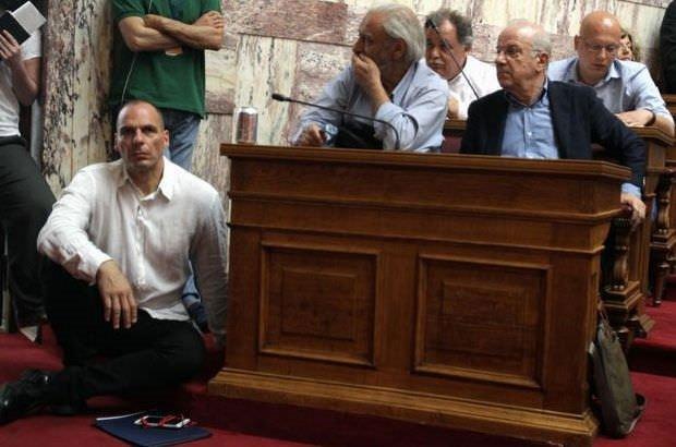 Eski Yunanistan Maliye Bakanı Varufakis siyasete geri dönüyor