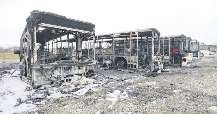 Beş otobüs ateşe verildi