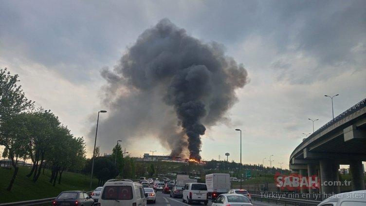 İstanbul'da ambalaj atığı toplama ve ayırma tesisinde yangın! Alevler her yeri sardı