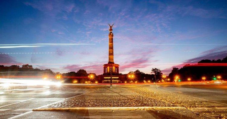Berlin'de geceler ışıl ışıl geçiyor