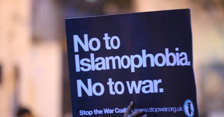 Yeni Zelanda'daki terör saldırıları protesto için Londra'da onbinler yürüdü