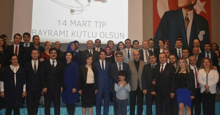 Mardin'de 25 yılını hastalarına adayan doktorlara plaket