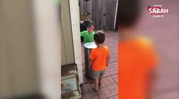 Çöp kutusunu oyuncağa çeviren minikler