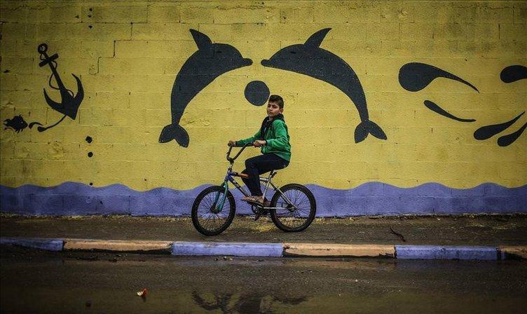 Gazze'de duvarlar resimlerle renklendi