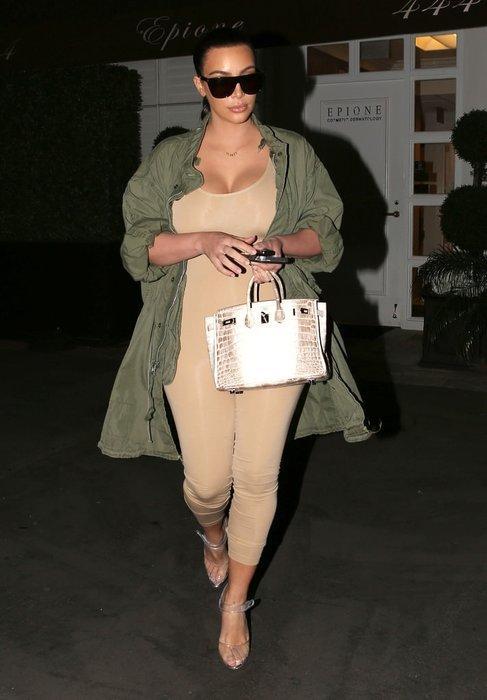 Kim Kardashian doğum kilolarını veriyor!
