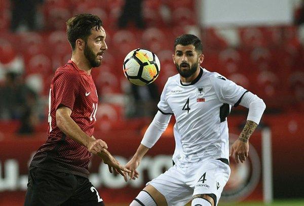 Beşiktaş iki gurbetçi futbolcuya imza attırdı