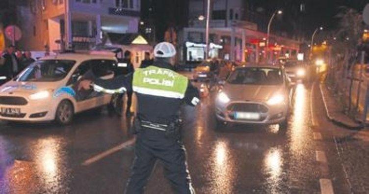 Huzur Akdeniz'de 22 kişi yakalandı