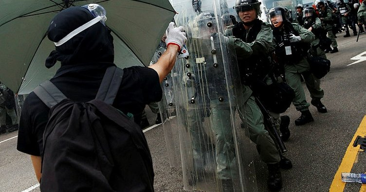 Hong Kong'da protestolar sürüyor!