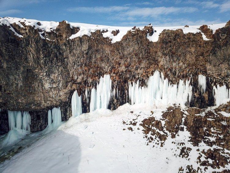 Diyadin Kanyonu'nda 30 metrelik buz sarkıtları