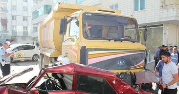 Çorum'da freni patlayan kamyon 12 araca çarparak durdu