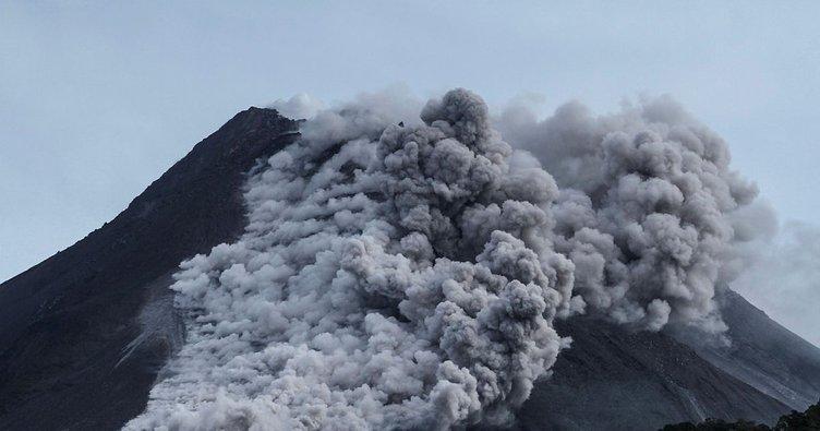 6 saatte 22 kez patladı: Merapi Yanardağı böyle görüntülendi