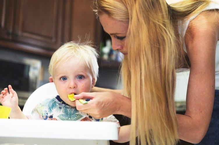 Bebeğiniz ile yemek yemeğe adım adım