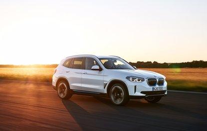 BMW'nin tamamen elektrikli yeni modeli iX3 yollara çıkmaya hazır!