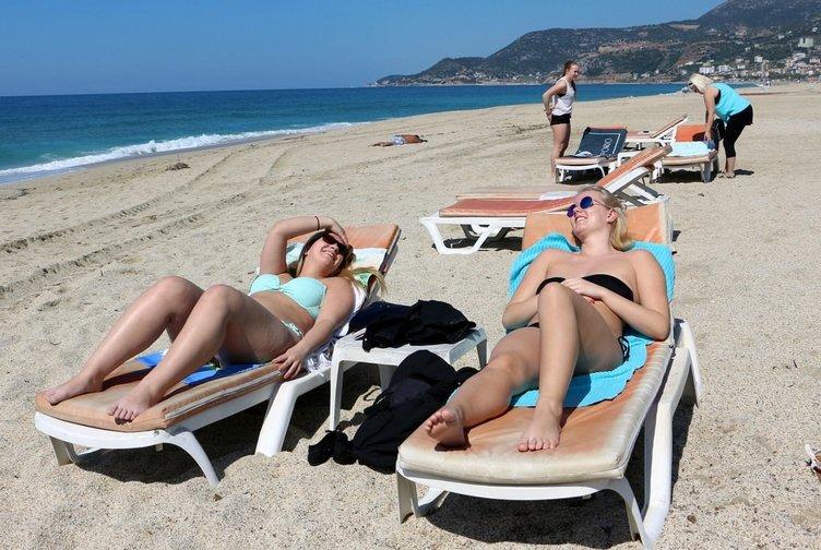 Doğu'da kar, Antalya'da deniz, kum, güneş...