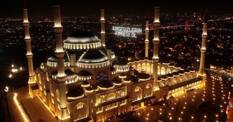 Bugün ülke genelinde yatsı ezanlarının okunmasının ardından cami minarelerinden tekbirler, salavatlar ve dualar okunacak