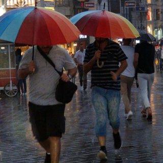 Meteoroloji'den son dakika hava durumu ve sağanak yağış uyarısı! O illerde yaşayanlar dikkat!