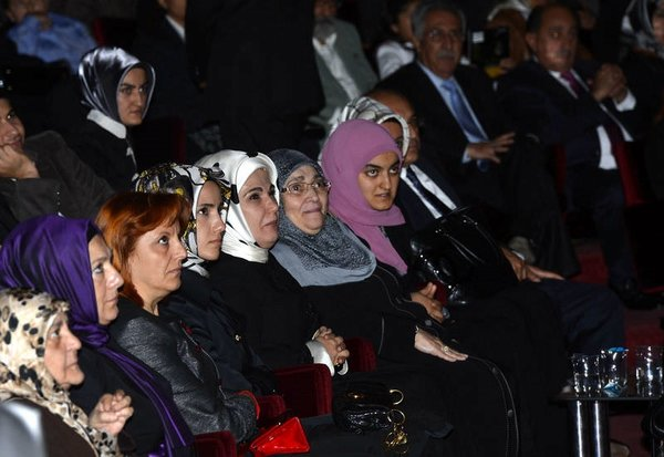 'Huzur Sokağı' tiyatro sahnesinde
