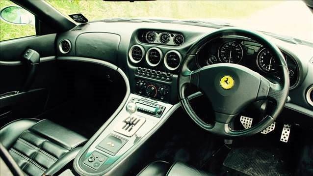 Ünlü futbolcunun Ferrari'si satışa çıktı
