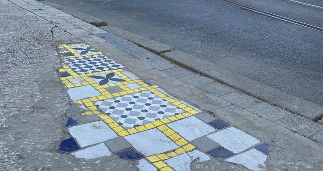 """Kadıköylüler fayanslı kaldırıma tepki gösterdi """"Adam gibi asfalt dökün"""""""