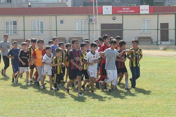 Terör mağduru çocuklara futbol eğitimi