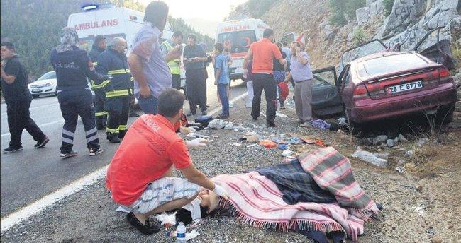 Nişanlıları kaza ayırdı
