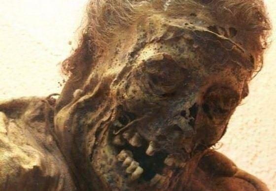 300 yıllık ceset 1 saatte çürüdü