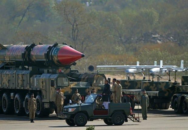 Pakistan yeni silahlarını tanıttı