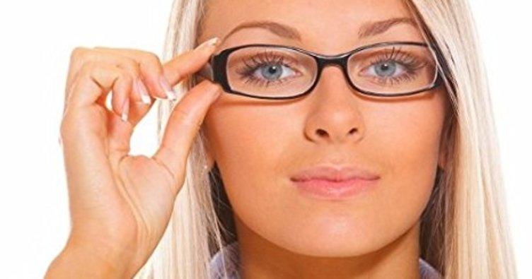 Gözlük takmak zararlı mı?
