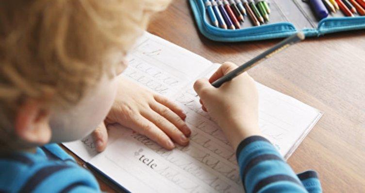 İlkokul birinci sınıfta bitişik el yazısı...