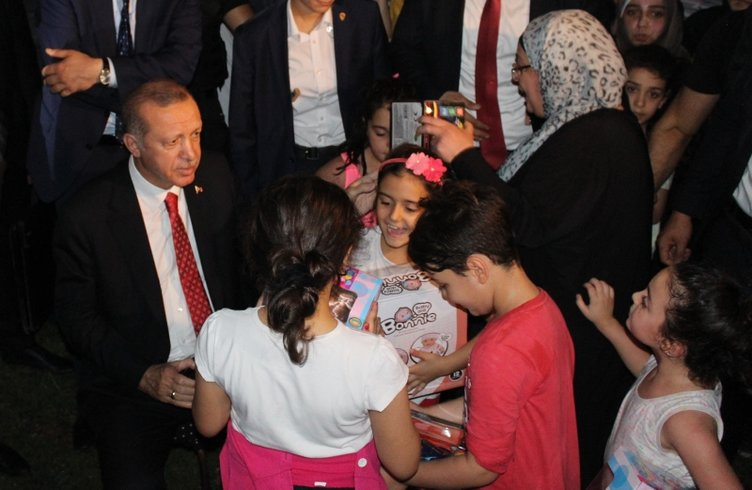 Başkan Erdoğan, Zeytinburnu sahilinde vatandaşlarla sohbet etti