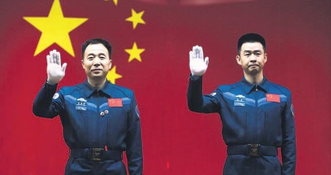 Çin uzaya iki astronot gönderdi