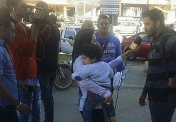 Röportaja çocuğu ile giden gazeteci