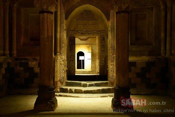 Ağrı'da Osmanlı yadigarı İshak Paşa Sarayı ışıl ışıl