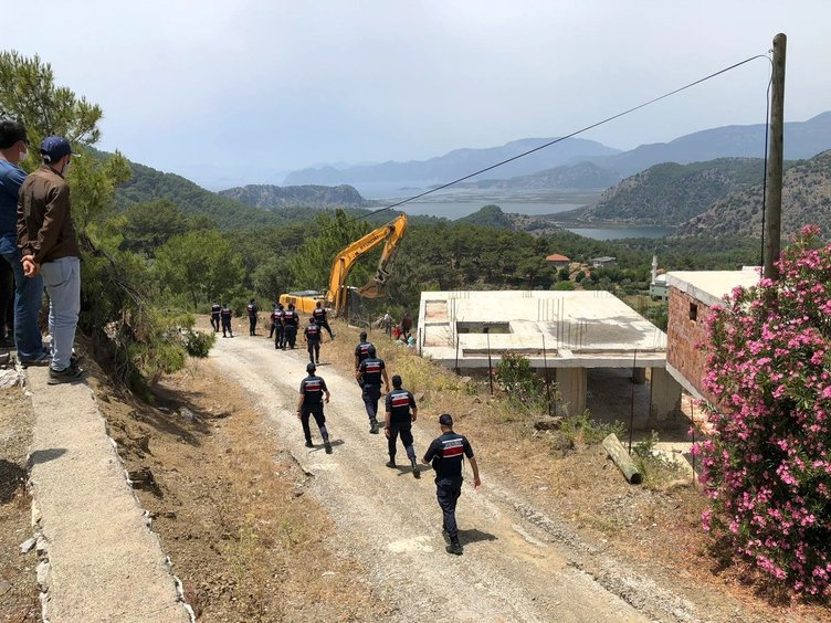 Ortaca'daki kaçak yapılar Jandarma gözetiminde yıkıldı