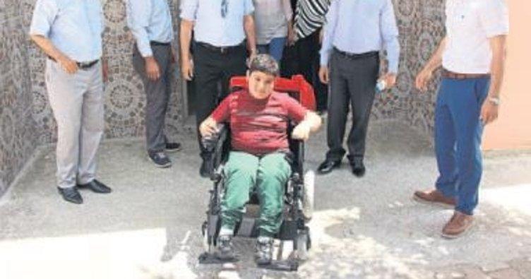 Engelli öğrenciye akülü araç verildi